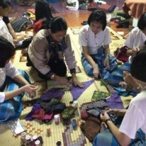 แปรรูปผลิตภัณฑ์จากเศษผ้า(เป๋าเด้ง)